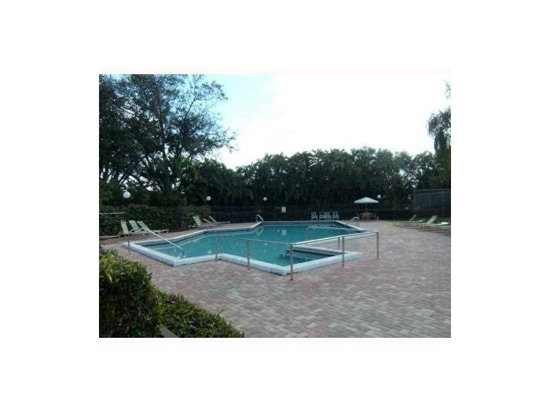 11100 N Lakeview Dr #APT 11100, Hollywood, FL