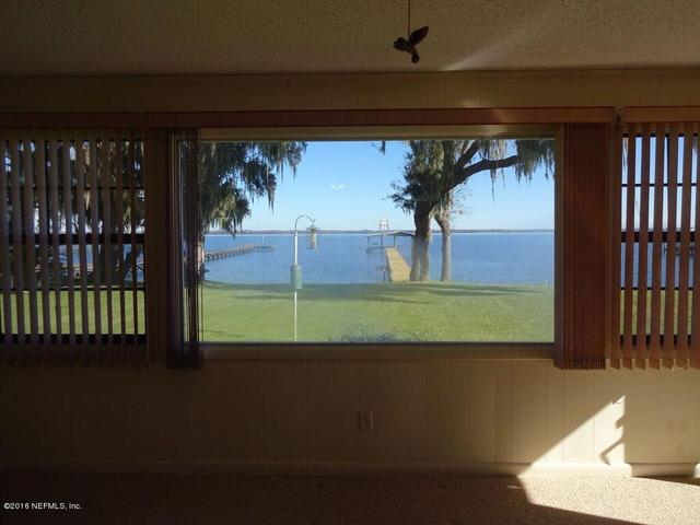 214 Paradise Ln, Crescent City, FL 32112