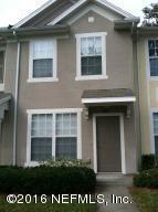 3568 Twisted Tree Ln, Jacksonville, FL 32216