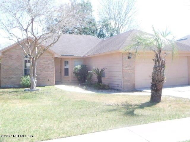 379 Willow Green Dr, Orange Park, FL 32073