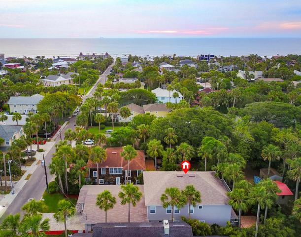 332 7th St, Atlantic Beach, FL 32233