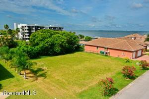 605 Manatee Bay Dr, Cape Canaveral, FL 32920