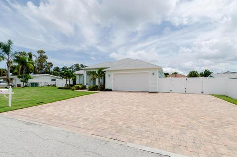 1565 Yount Dr, Merritt Island, FL 32952