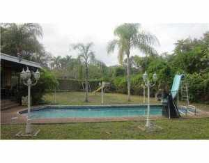 7525 SW 72 Ct, Miami FL 33143