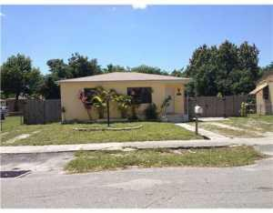 2950 NW 67 St, Miami, FL