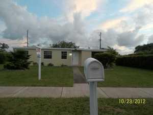 9990 SW 49th St, Miami, FL 33165
