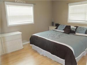 907 SE 12th St, Deerfield Beach FL 33441