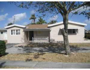 2813 Island Dr, Hollywood, FL