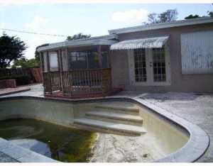 2813 Island Dr, Hollywood FL 33023