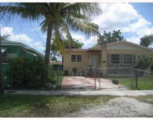 7535 NW 14 Pl, Miami, FL