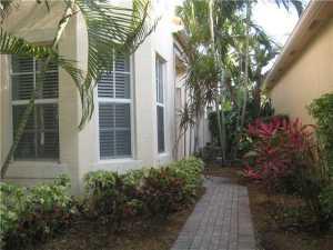 7684 Hummingbird Ct, West Palm Beach, FL