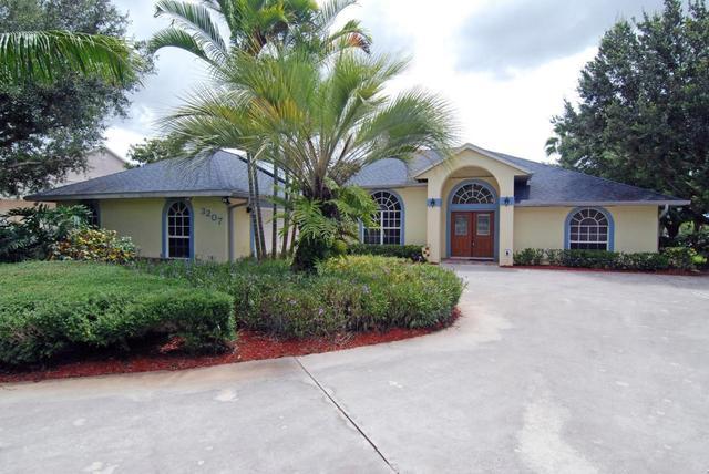 3207 SE South Lookout Blvd, Port Saint Lucie, FL 34984