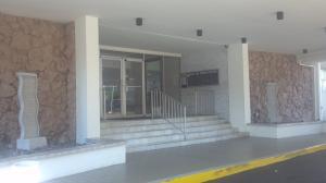 401 Golden Isles Dr #APT 1115, Hallandale, FL