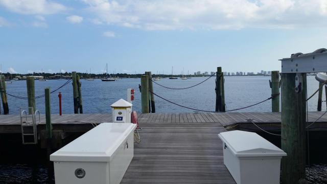 1660 12 Oaks Way #207 + 80' DOCK, North Palm Beach, FL 33408