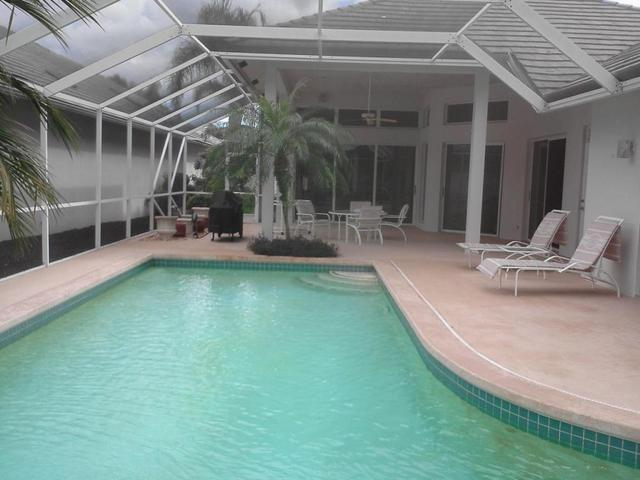 209 Orange Tree Dr, Atlantis, FL 33462
