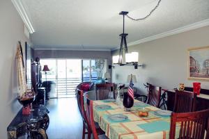 3301 Spanish Trl #APT 305, Delray Beach, FL