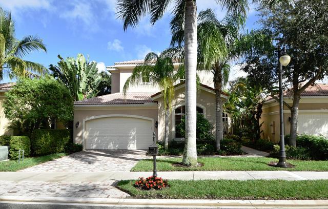 216 Andalusia Dr, Palm Beach Gardens, FL 33418