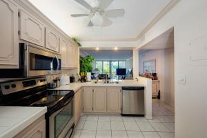4 Royal Palm Way #207, Boca Raton, FL 33432