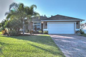 5691 Riverboat Cir, Vero Beach FL 32968