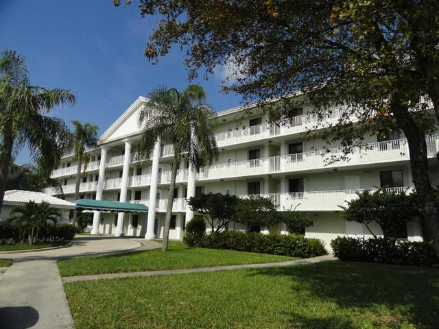 3626 Whitehall Dr #301, West Palm Beach, FL 33401