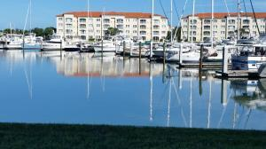 13 Harbour Isle Dr #APT 103, Fort Pierce FL 34949