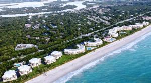 8830 S Sea Oaks Way #APT 303, Vero Beach FL 32963