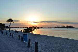 12 Harbour Isle Dr #APT 102, Fort Pierce FL 34949
