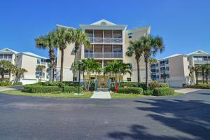 8814 S Sea Oaks Way #APT 301, Vero Beach FL 32963
