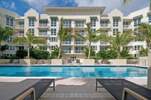 480 Hibiscus St #APT 336, West Palm Beach FL 33401