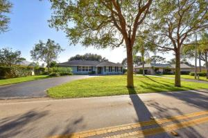 261 Country Club Dr, Jupiter FL 33469