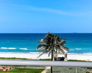 2 N Breakers Row #APT 41, Palm Beach FL 33480