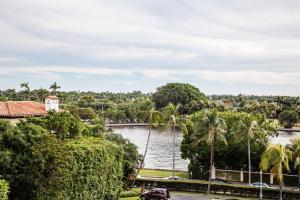 389 South Lake Drive ## 5, Palm Beach FL 33480