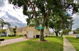 2850 Black Pine Ct, Lake Worth, FL