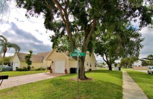 2850 Black Pine Ct, Lake Worth FL 33462