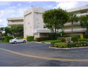 3186 Via Poinciana #APT 207, Lake Worth, FL
