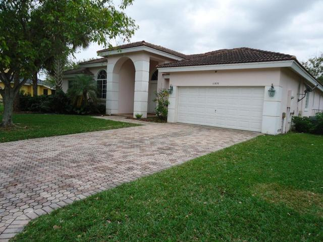 11870 NW 3rd Dr, Coral Springs, FL 33071
