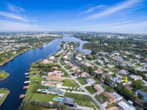 6927 Bayshore Dr, Lake Worth, FL