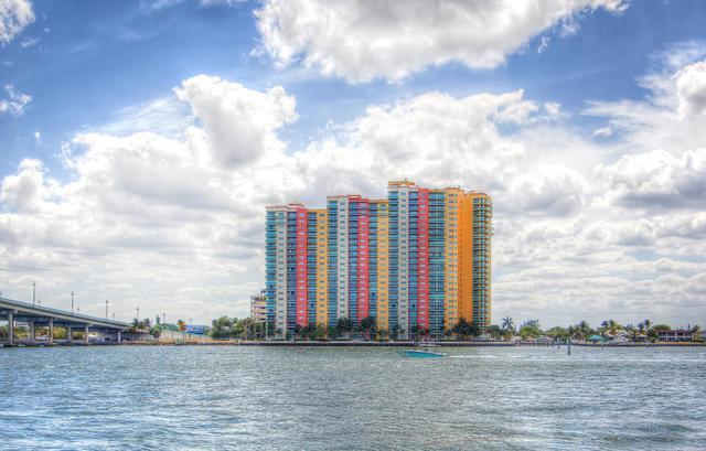 2640 Lake Shore Dr #2607, Riviera Beach, FL 33404