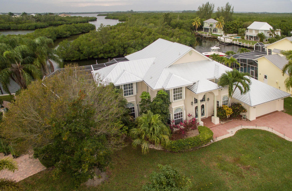 135 Dominion Court, Hutchinson Island, FL 34949