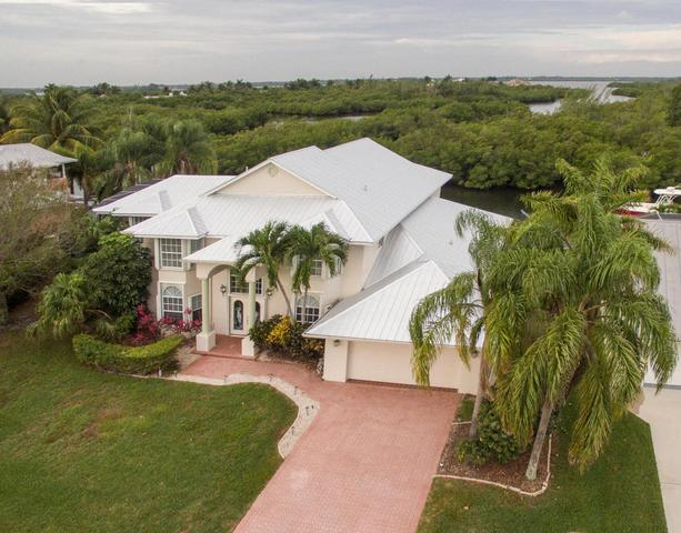 135 Dominion Ct, Hutchinson Island, FL 34949