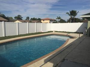 2550 Henrietta Ct, Lake Worth, FL