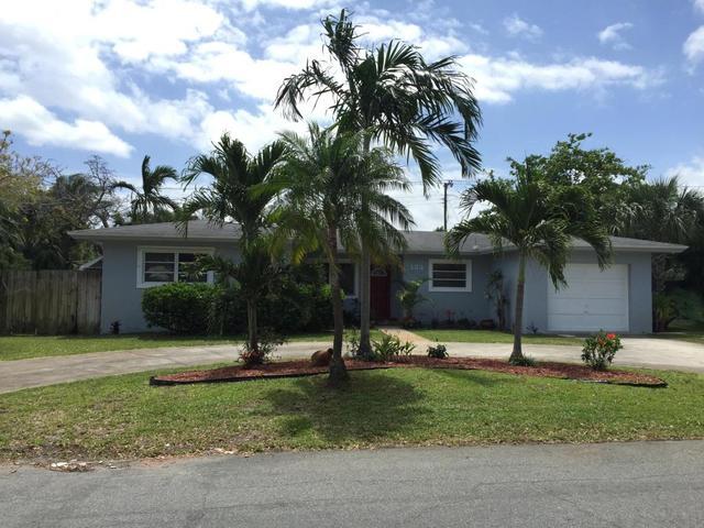 132 SW 25th Ave, Boynton Beach, FL 33435