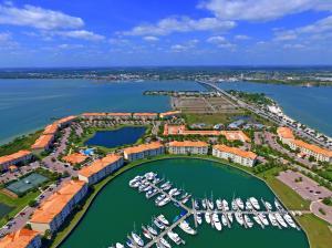 1 Harbour Isle Dr #APT 305, Fort Pierce FL 34949