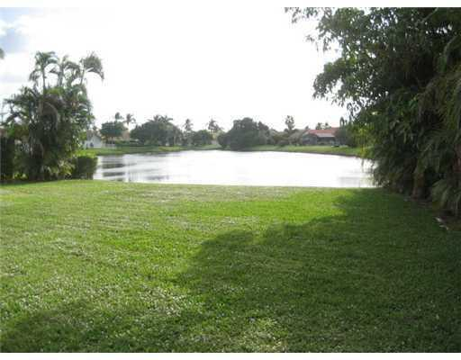 9393 Laurel Green Dr, Boynton Beach, FL 33437