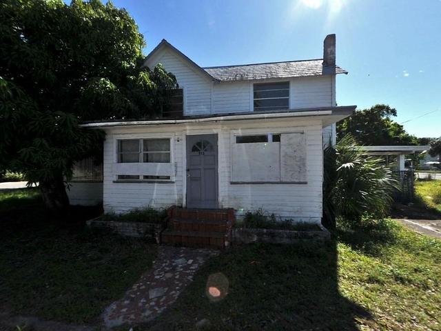 913 Avenue B, Fort Pierce, FL 34950