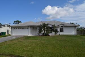 452 SE Starflower Ave, Port Saint Lucie FL 34983