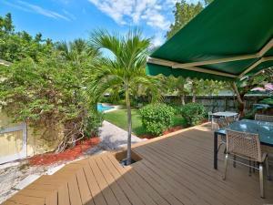 611 S Palmway, Lake Worth FL 33460