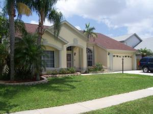 2 Meadows Park Ln, Boynton Beach FL 33436