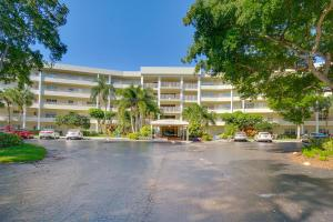 821 Cypress Blvd #APT 210, Pompano Beach, FL
