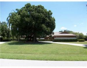 2462 SW Racquet Club Dr, Palm City, FL